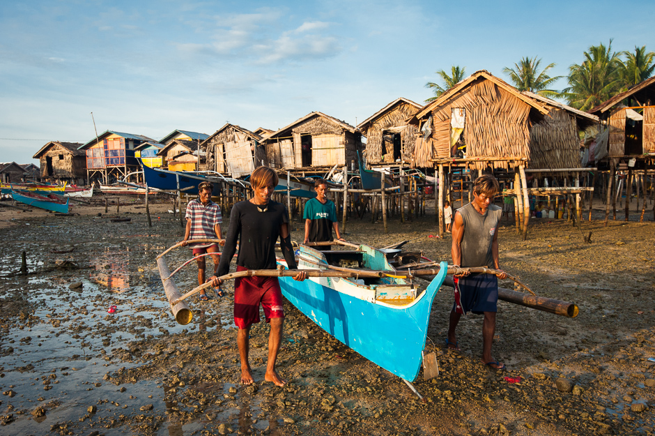 Badjao men heading out to fish
